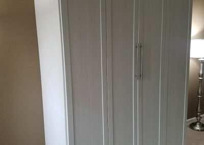 bedroom_murphy beds_white bifold with shaker doors